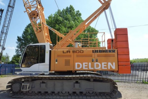 Liebherr LR1100 100t Crawler Crane full Length Side View